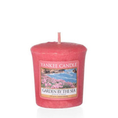 Ароматическая свеча Yankee Candle VOTIVE 15H Garden By The Sea (1533677E)