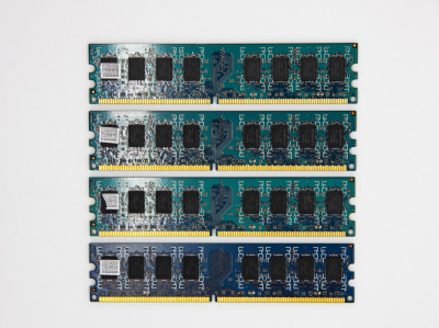 Оперативна пам'ять Hynix DIMM 8Gb (4*2Gb) DDR2-800MHz PC2-6400 CL6 (HMP125U6EFR8C-S6 AB) Refurbished